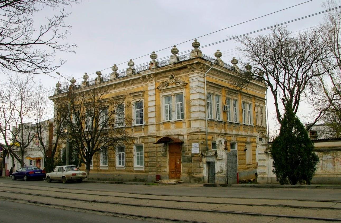 https://sites.google.com/site/istoriceskijtaganrog/frunze-ulica/dom-70