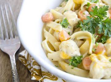 One Pot Creamy Chicken and Noodles - Yellow Bliss Road