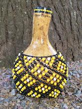 Photo: Shekeré de calabaza, tamaño medio. Con malla realizada con cordón con alma de gran resistencia, y cuentas plásticas.