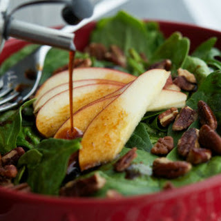Spinach Salad with Apples & Pecans in an Apple Balsamic Vinaigrette #SundaySupper
