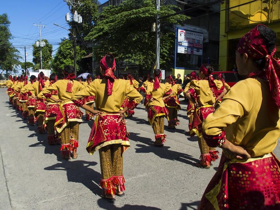 Танец с бубенцами на ногах :)