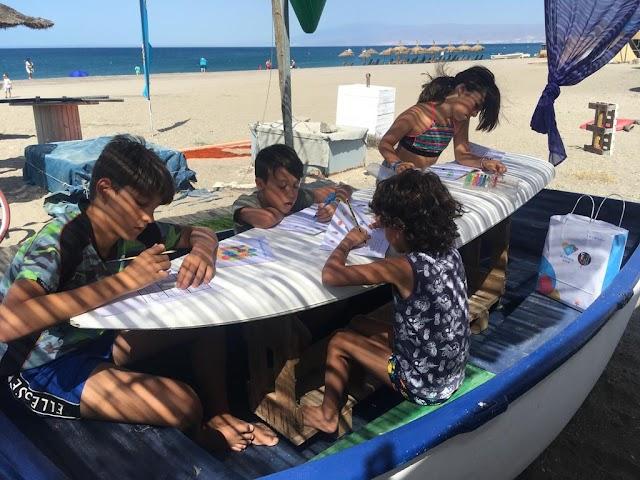 Los niños disfrutan de las actividades de la Ludoteca del Cabo de Gata
