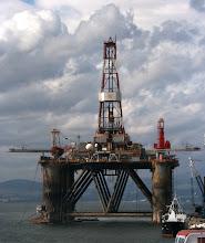 Photo: Invergordonissa korjataan öljynporauslauttoja