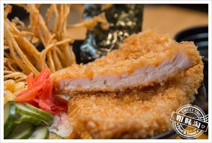 拉瑪右手泰式咖哩丼瑪莎曼咖哩厚切豬排丼