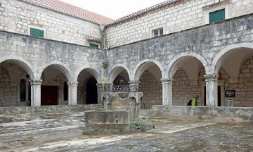 Photo: Het 15de eeuwse Franciskaner klooster