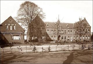 Photo: 1930 Het Lucia gesticht aan Liesboslaan    ( Het Wit Gele Kruis wijkgebouw links is gespaard gebleven bij het bombardement van het rechtse gebouw in de nacht van 28-29-10-1944 )