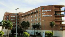 El Hospital de Poniente está viendo como se somete a desinfección exhaustiva una de sus plantas.
