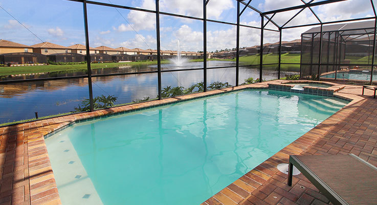 Spend more time in the Florida sunshine at our stunning lake view villas
