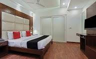 Capital O 2242 Hotel Yuvraj Deluxe photo 7