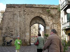 Photo: Palermon Porta S. Agata, josta astuttiin jännittävään slummiin.