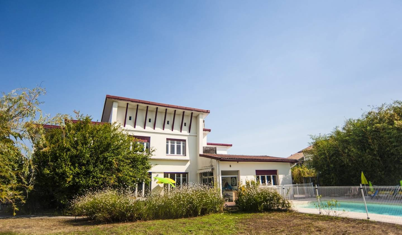 Maison avec piscine et terrasse Morcenx