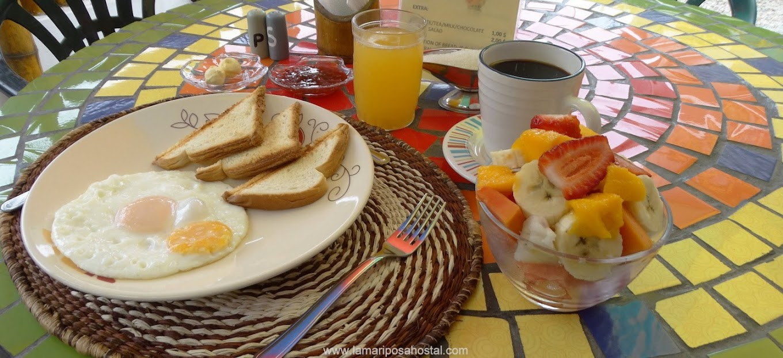 Desayuno_al_Amanecer_Hostal_La_Mariposa_Hostal_Olon_Santa_Elena_Montanita_Ecuador