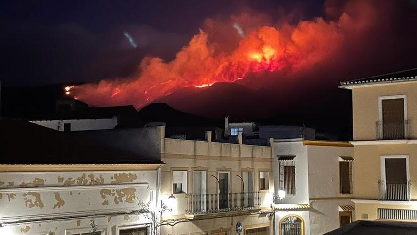 Imagen desde Berja del incendio en la Sierra de Gádor.