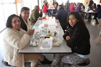 Photo: Comida compartida en el comedor del colegio