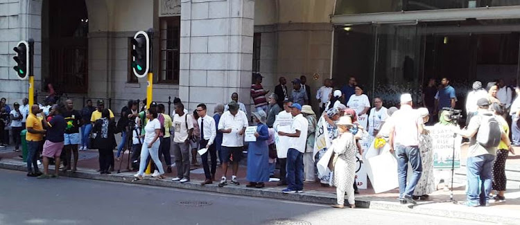 Few protesters responded to the ANC's call to 'close Wale Street' despite ANC provincial spokesperson Dennis Cruywagen saying he was 'encouraged by the number of organisations that expressed an interest in taking part'.