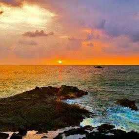 Kona Sunset - Hawaii by Venetia Featherstone-Witty - Instagram & Mobile iPhone ( kona, i-phone photo., sunset over the ocean, sunset, big island hawaii, neon sunset, tropical sunset, , blue, orange. color )