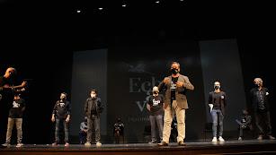 Felipe Berenguel presentando a los responsables de las áreas artísticas.