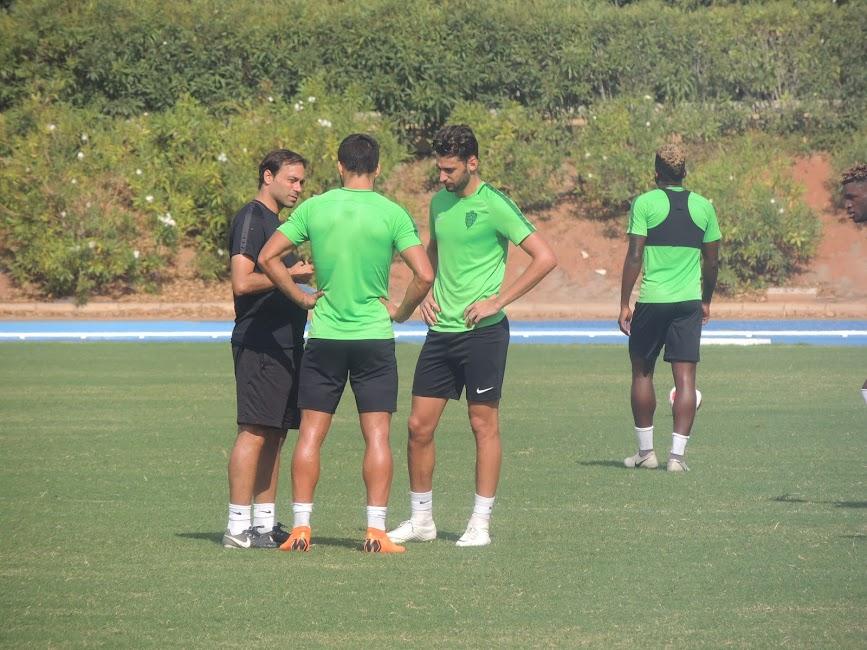 Fran hablando con Adri e Iván Martos.