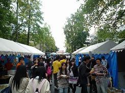 Photo: 学園祭でにぎわうキャンパス