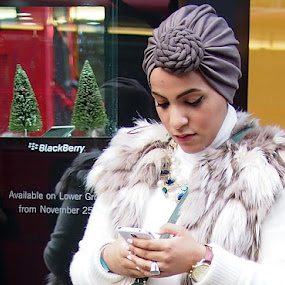 Blackberry? I don't think so. by Michael Summers - People Street & Candids ( blackberry, turban, street, candid, mobile )