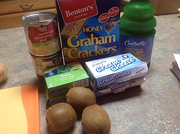 These are the main ingredients to make the cheesecake.