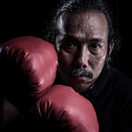 by Eko Probo D Warpani - People Portraits of Men ( strobist, old man, boxing, men, man )
