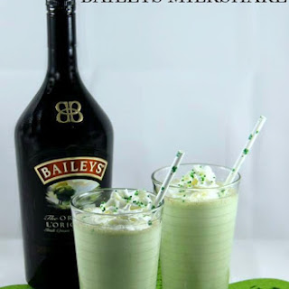 Mint Chocolate Chip Baileys Milkshake