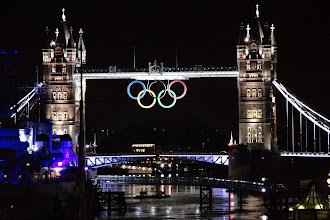 Photo: Nachtaufnahme der Tower Bridge