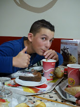 Photo: Gâteau au chocolat, soda, frites, un vrai régime de sportif.