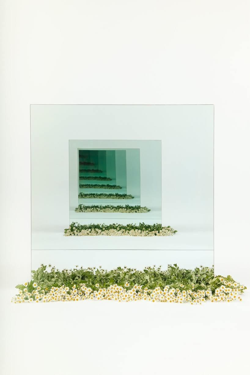 Instalaciones con espejos crean túneles infinitos por Sarah Meyohas