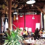 舊書櫃人文咖啡館