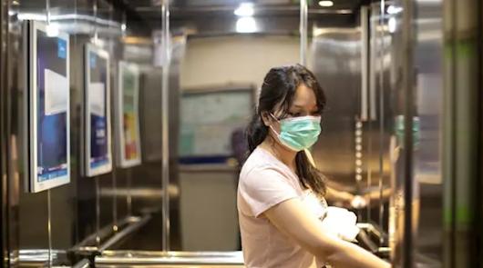 Lo que no debes hacer en el ascensor o en el trabajo si quieres evitar el virus