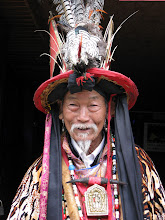 Photo: Local man - one of the attraction in Liijang