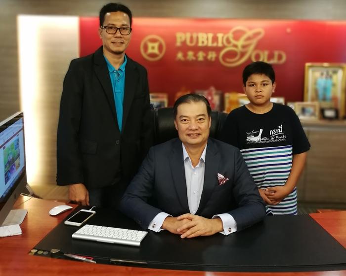 Bergambar bersama Dato Wira Lois Ng founder Public Gold