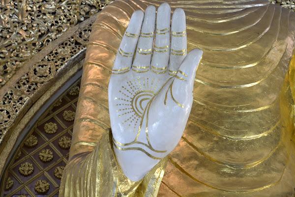 La mano di Buddha di francesca_bronzetti