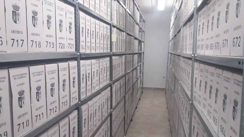 El archivo municipal se traslada para mejorar la conservación de los documentos