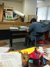 Photo: 4/14 事務作業中。 大塚さんがんばってます!