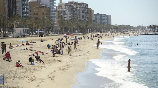 80.000 personas 'compiten' por uno de los 3.000 puestos de auxiliar de playa