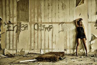 """Photo: Téma výstavy: """"Fashion & glamour"""" - Hvar 2011 (na fotografiích jsou k vidění české modelky). Autor: Marcel Chrubasík, student 2. A. Na této fotografii je modelka Veronika."""