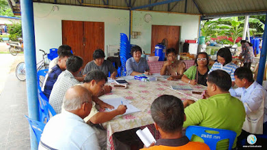 Photo: Farmers discussing and analyzing data, TOT4 , Tron, Uttaradit