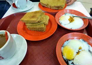 Photo: My most favourite Singapore breakfast, Kaya Toast; slices of crunchy toasts sandwiching load of butter and coconuts milk jam. We visited popular joints, Ya Kun (http://www.yakun.com/) and Toast Box (http://www.toastbox.com.sg/), both provide a Kaya Toast Set (approximately 4.5 S$) that comes with half-boiled eggs and Kopi (Southeastern style of coffee with condensed milk). It reminded me of Maska Pav (https://www.google.co.jp/search?q=maska+pav&es_sm=91&tbm=isch&tbo=u&source=univ&sa=X&ei=NZ3MU4rFHYKzuATWuYKQDA&ved=0CB0QsAQ&biw=1366&bih=578) served at Irani Restaurants in Pune and Mumbai. 21st July updated (日本語はこちら) -http://jp.asksiddhi.in/daily_detail.php?id=609