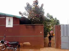Photo: alors nous décidons de passer au centre d'orthopédie d'Abomey