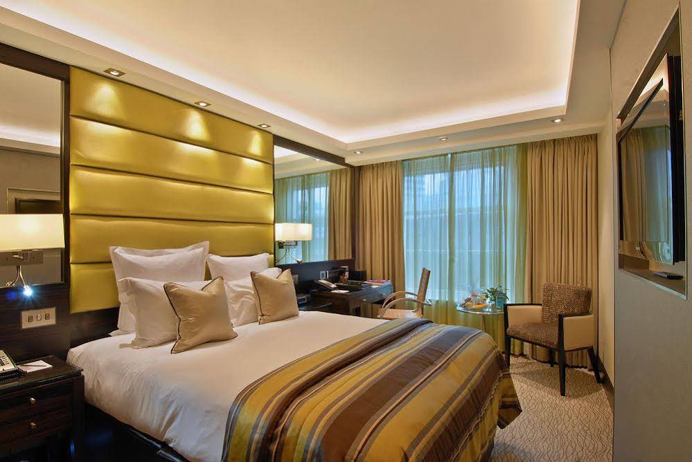 THE MARBLE ARCH BY MONTCALM