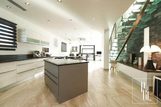 Vente maison 5 pièces 268 m2