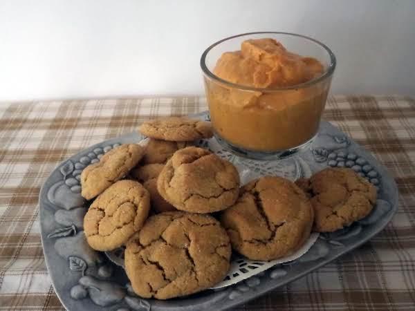 Gingersnap Cookies With Pumpkin Dip
