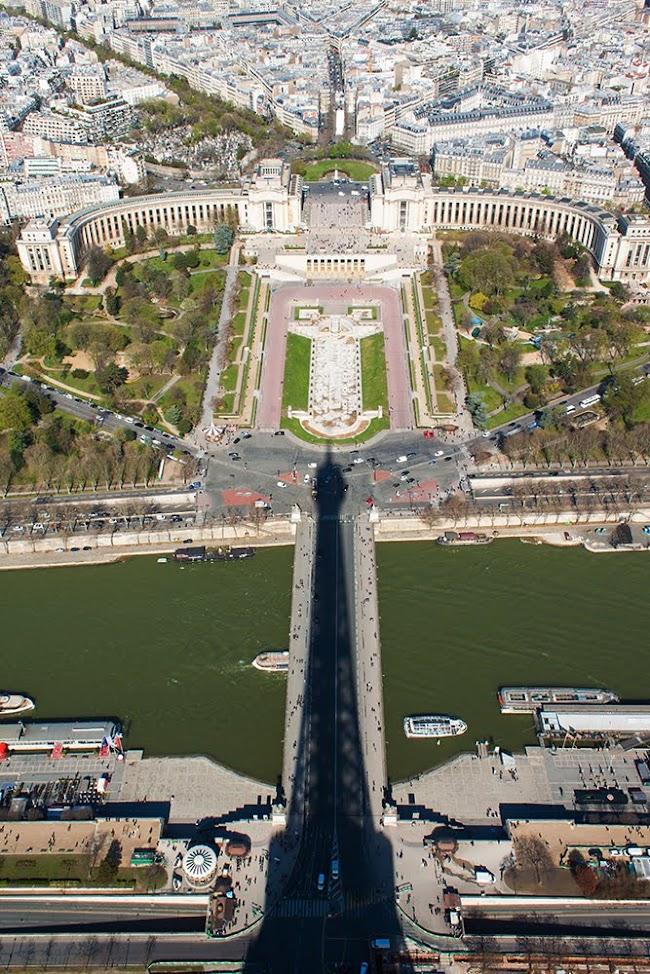 Сянката на Айфеловата кула