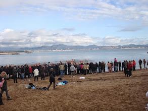 Photo: Il y a quand même beaucoup plus de spectateurs que de baigneurs...