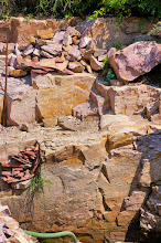 Photo: The upper layer of quartzite is itself composed of multiple layers of quartzite, with vertical fractures and cracks in the rock.