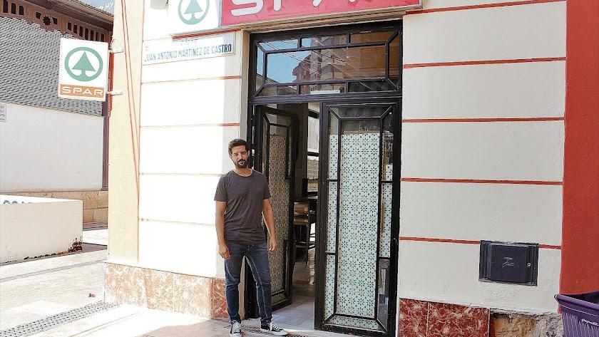 El joven empresario almeriense Pablo López Egea está detrás del proyecto del bar El Tomate.