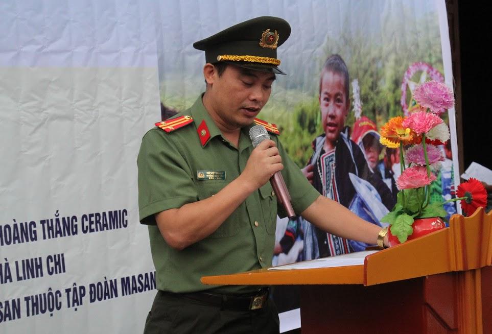 Trung tá Hồ Việt Dũng, Phó trưởng phòng, Phó Tổng biên tập Báo Công an Nghệ An phát biểu tại buổi lễ